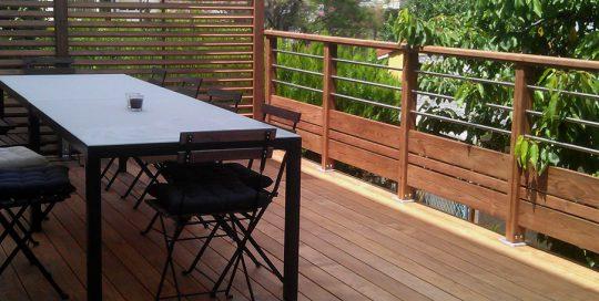 Installation terrasse en bois avec pare-vue